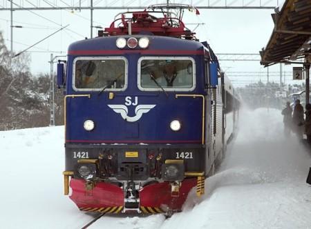 rc6an - ett riktigt tåg med plog där framme, avsett för stränga svenska vintrar