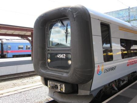 X31an - så ser ett riktigt tåg INTE ut. Den nyliberala skitmodellen X31, Bombardier-tillverkat. En symbol för förseningar, avregleringar och elände.